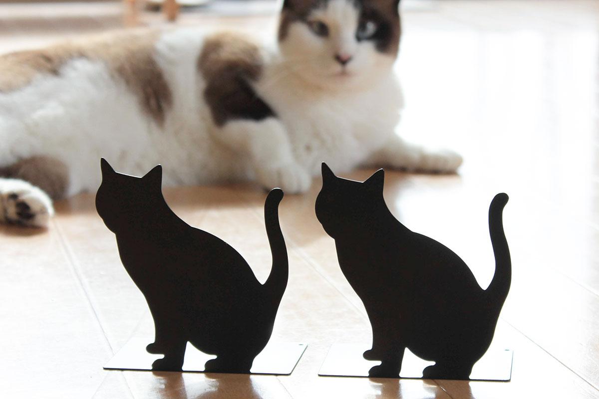 ダイソーの「猫さんブックスタンド」